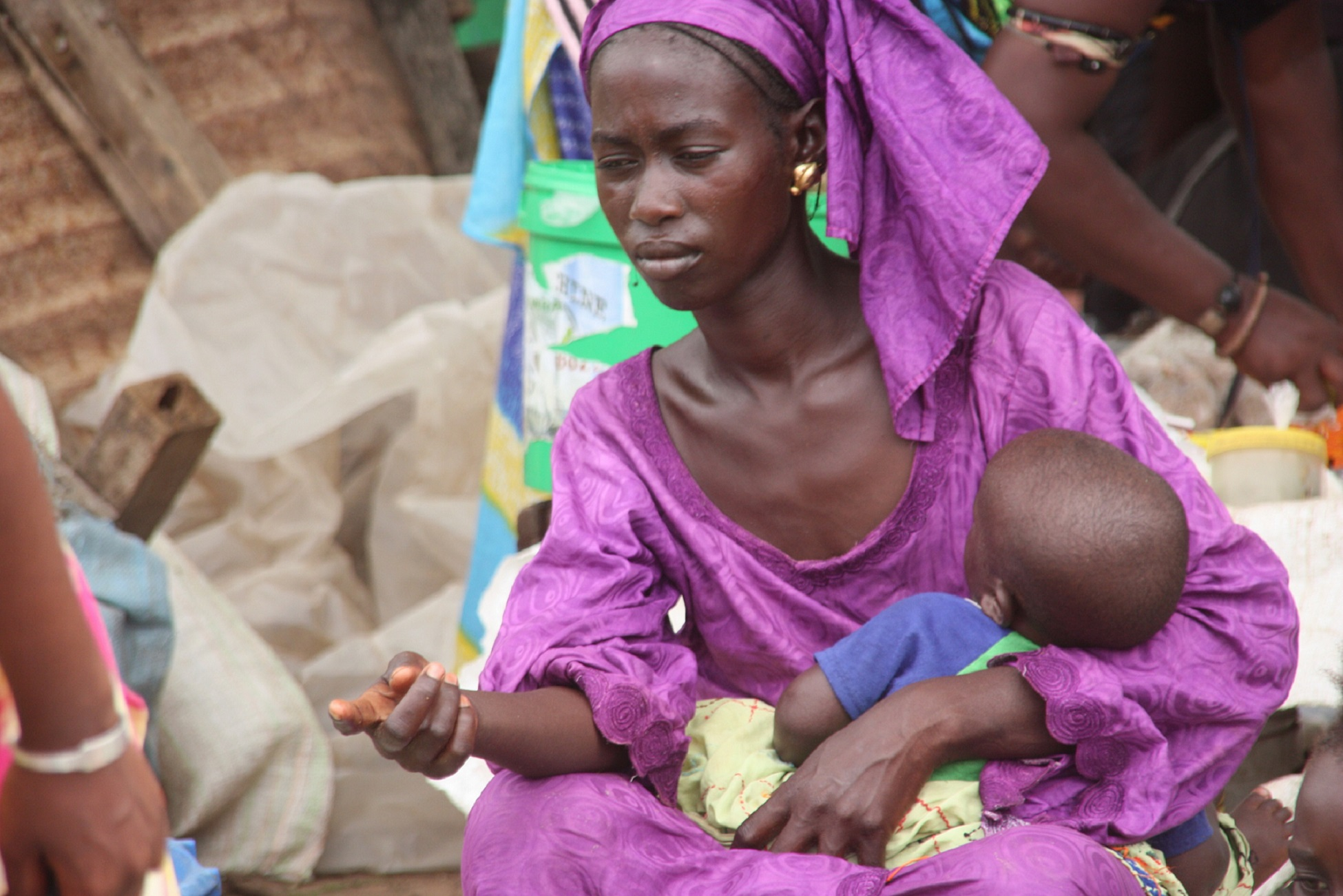 la mirada de la mujer en el mercado de lompoul senegal